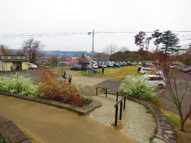 三神峯公園入口の駐車場