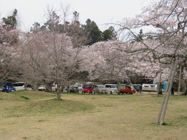 三神峯公園坂道の上の駐車場