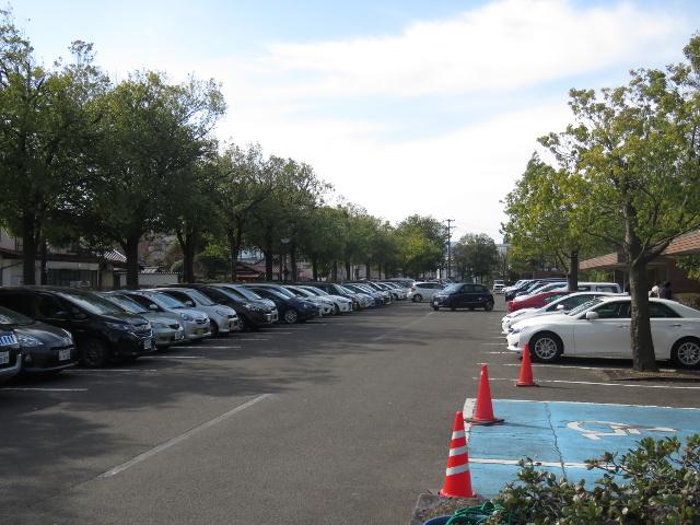 福島県立美術館駐車場