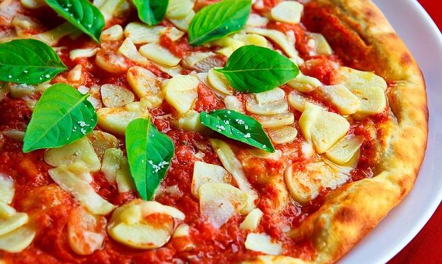 ガーリックたっぷりのピザ