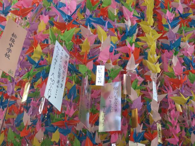 仙台市内小中学生が作る折鶴の七夕飾り2