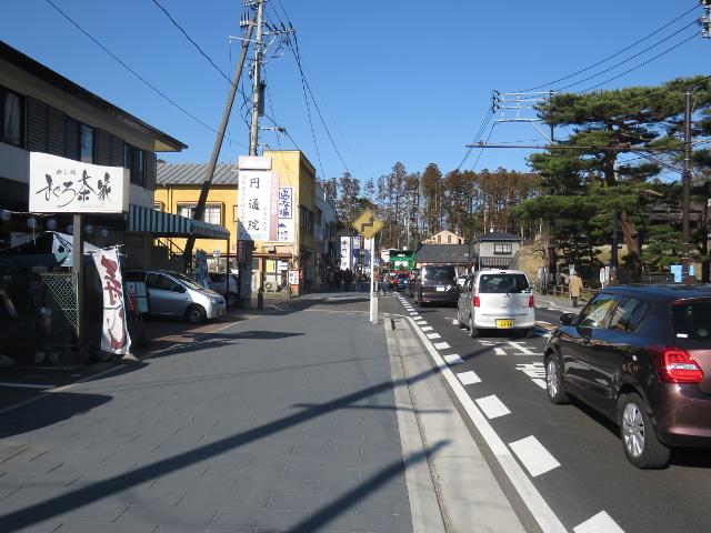 無料駐車場から松島へ向かう9