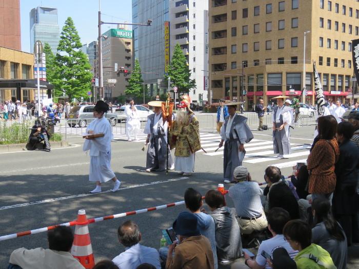 青葉神社神輿渡御01
