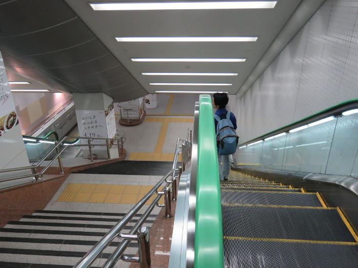 仙台駅2階から地下道→シャトルバス乗場へ6