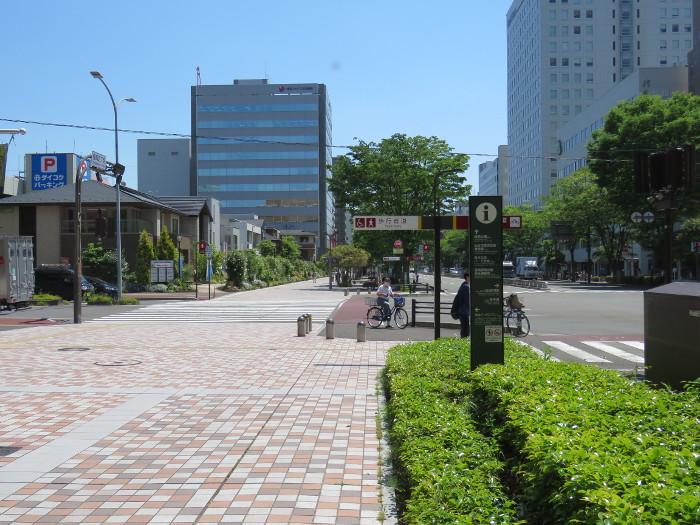 仙台駅2階からシャトルバス乗場へ12