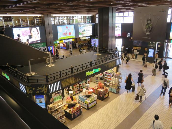 仙台駅2階からシャトルバス乗場へ1
