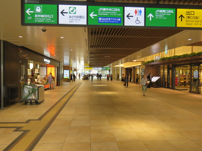 仙台駅2階からシャトルバス乗場へ2