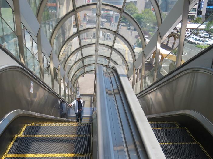 仙台駅2階からシャトルバス乗場へ5