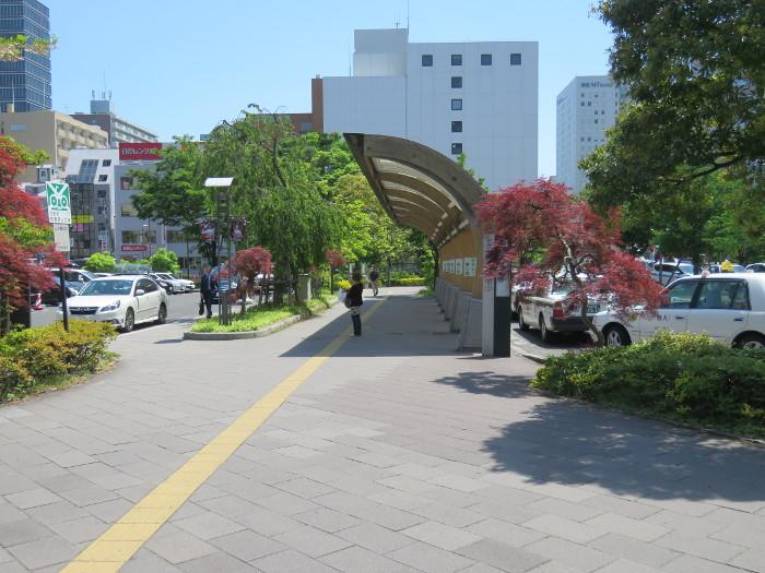 仙台駅2階からシャトルバス乗場へ8
