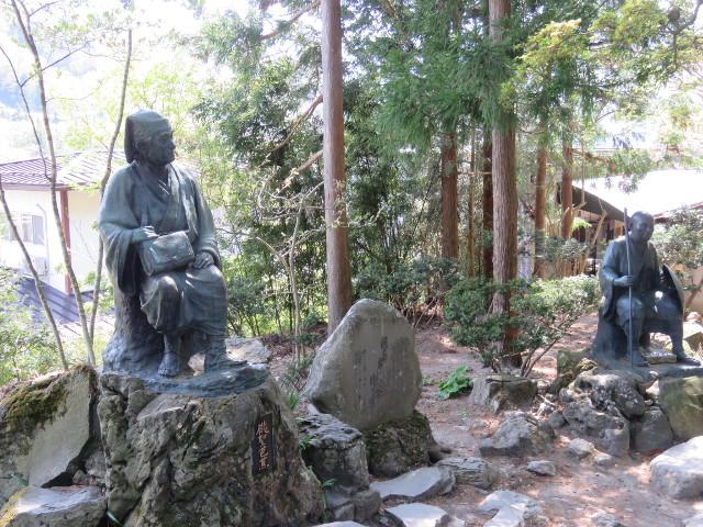 山寺の松尾芭蕉と曽良の像