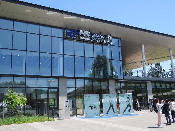 国際センター駅前の羽生結弦選手モニュメント2