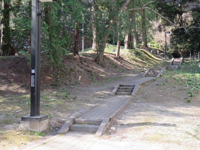 巽門から仙台城跡に向かうルート