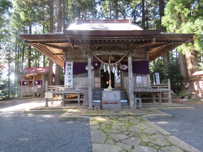 坪沼八幡神社 拝殿