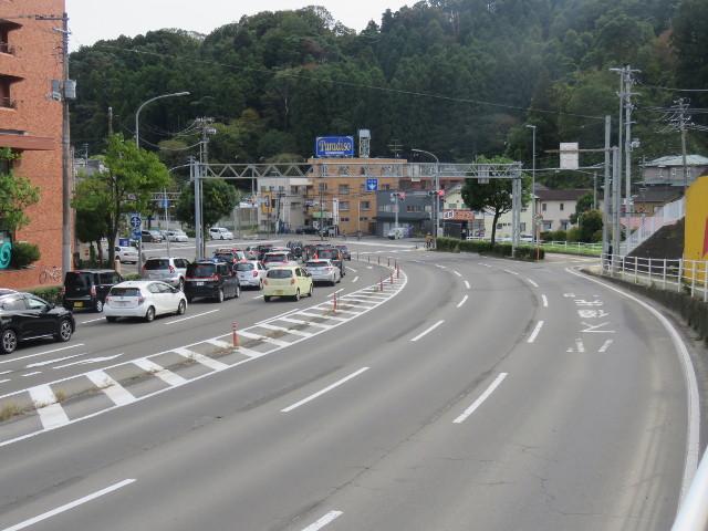 越路交差点を向山・八木山方面へ右折